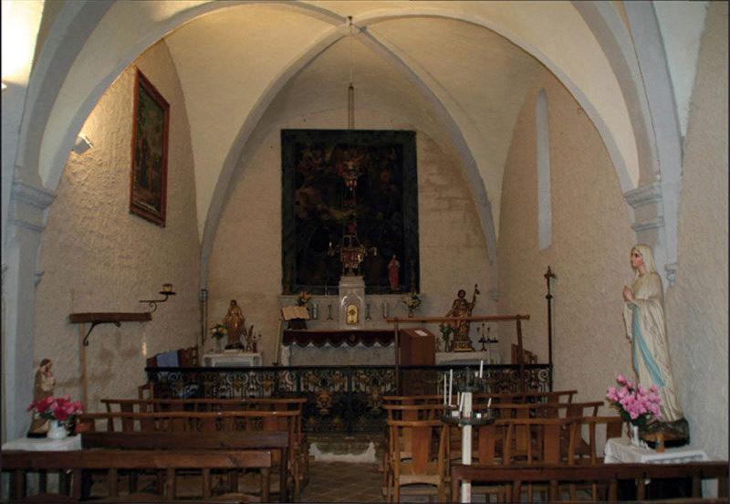 Chapelle Saint-Jacques des Sénès, l'autel.