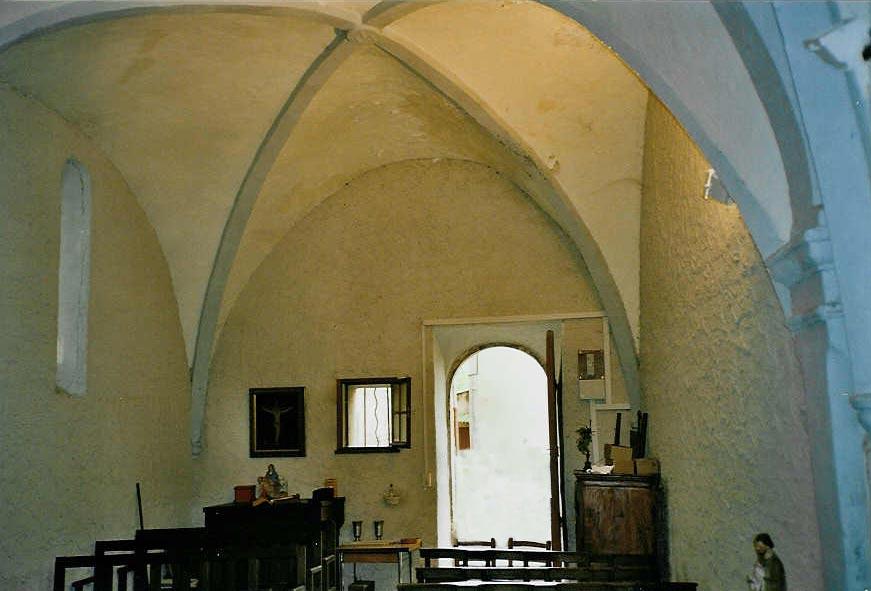 Chapelle Saint-Jacques des Sénès, l'intérieur.