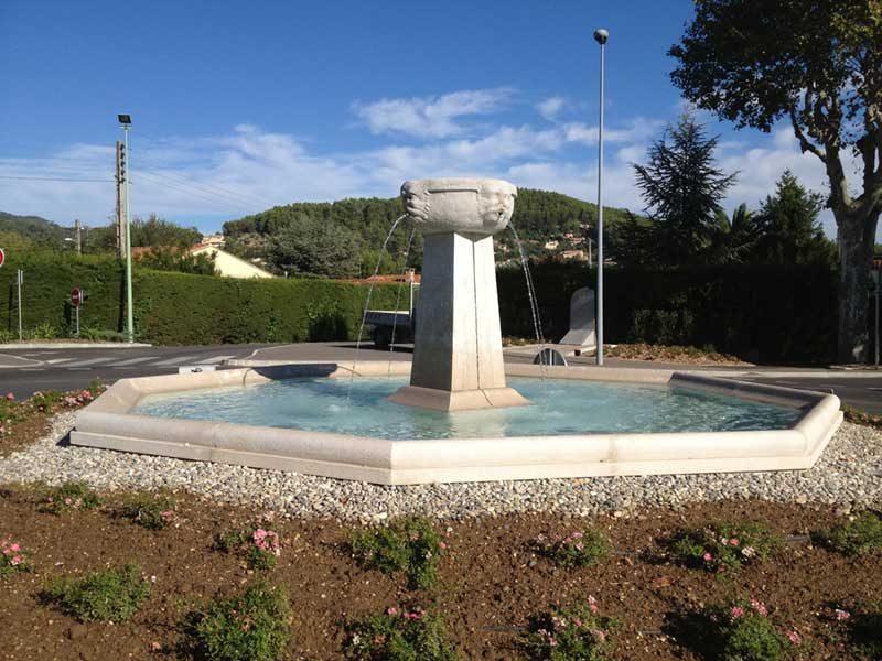 Vasque de la fontaine Saint-Jean-Babtiste