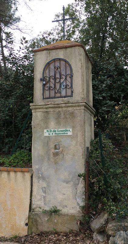 Oratoire Notre-Dame de Lourdes, Signes.