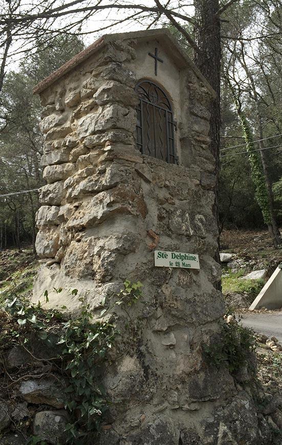 Oratoire Sainte-Delphine, Signes.
