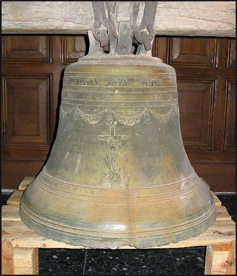 2-8 La cloche, chapelle Saint-Victor.