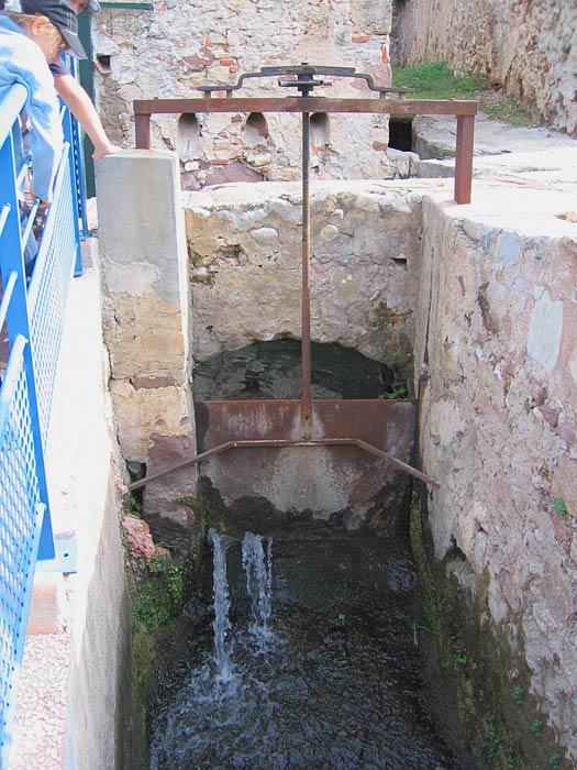 Martellière sur le canal de Sarraire.