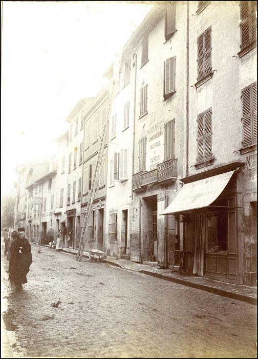La rue de la Republique Solliès-Pont