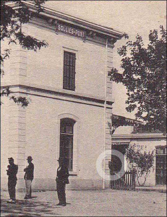 Boite à lettre, gare de Solliès-Pont