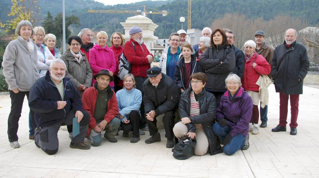 Photo de presse, Varmatin. Les participants à la visite commentée du four à cade des Pousselons.