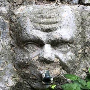 Mascaron, détail de la fontaine des Têtes à Solliès-Ville
