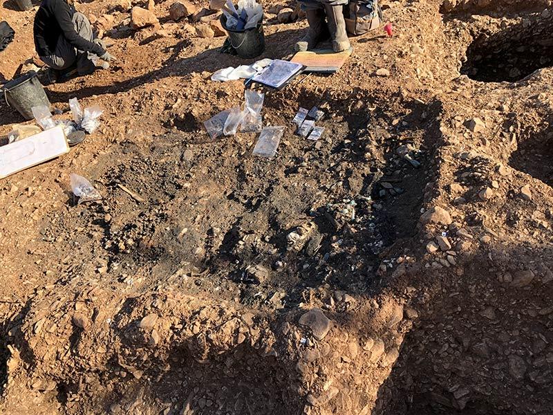 Grande fosse bûcher, fouilles des Laugiers Sud.